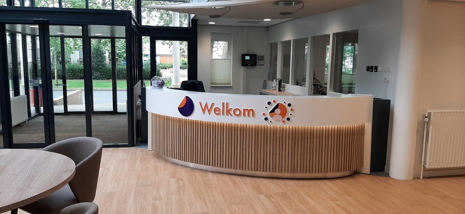 De balie van het kersverse Mentaal Gezondheidscentrum van GGz Breburg in Waalwijk dat in september open gaat.