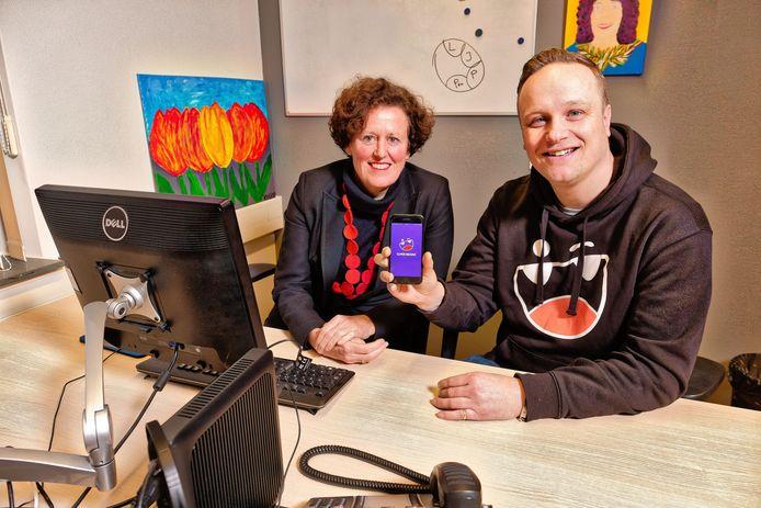 psychiater Sandra Kooij en adhd-patiënt Rutger den Holllander met de app