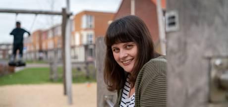 Iris (26) helpt eenzame Arnhemse studenten: 'Sommigen hebben alleen de binnenkant van hun kamer gezien'