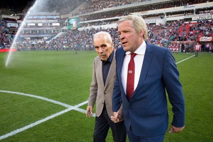 Harry van Raaij (links) met Erik van Muiswinkel die hem vaak persifleerde, iets waar Van Raaij zelf hartelijk om kon lachen.