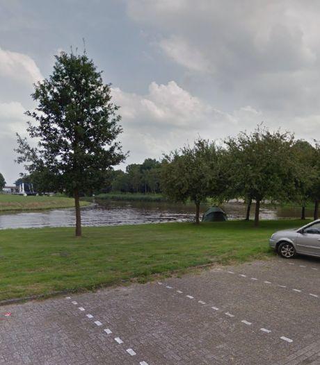 Voorbijganger treft afgehakte hondenpootjes aan op grasveld in Emmeloord
