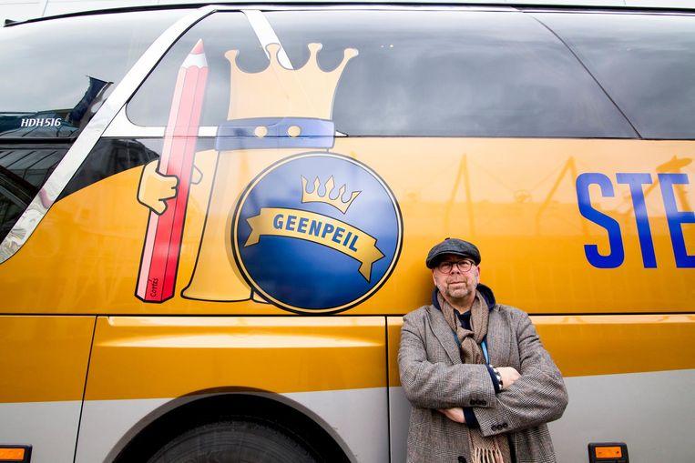 Jan Dijkgraaf voert campagne met een bus van GeenPeil. Beeld anp