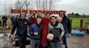 De vijf vrienden uit Ottoland, met Wilco Jungheim (midden-achter) en Mark Houweling (rechts), met een van hun creaties.