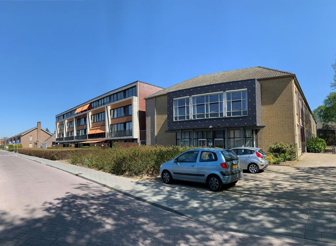 Rechts het gebouw waar het Leger des Heils dit najaar een Domus wil openen. Links het seniorencomplex Leyeburgh. Aan de achterzijde van de Leyeburgh huurt de RIBW een voormalig schoolpand.