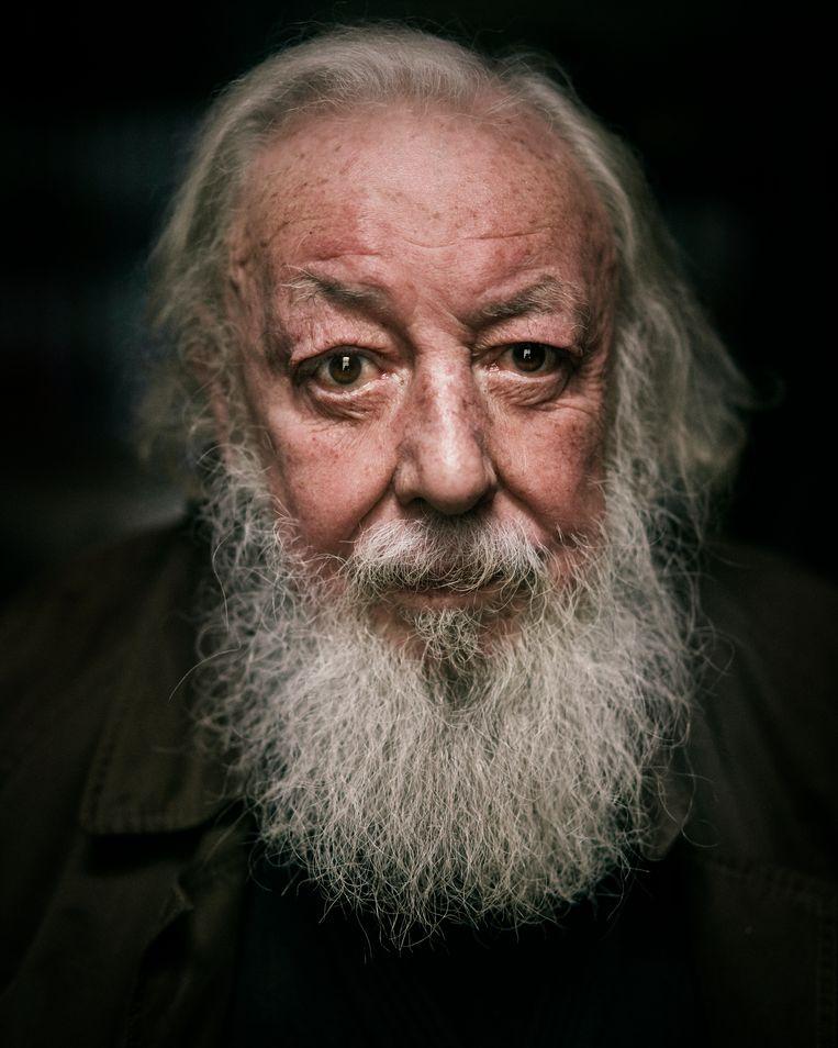 """Fred Bervoets: """"Ik bewaar mijn haar, ook dat van mijn baard, in pottekes, in mijn kelder. Ik ben een art-brutman."""" Beeld Joris Casaer"""