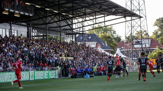 Zondagmiddag in het stadion aan de Deventer Vetkampstraat, een beeld dat met het bereiken van de eredivisie terugkeert. (archief)