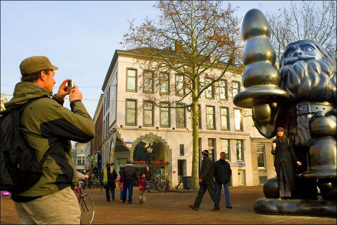 Santa Claus, het omstreden beeld van de Amerikaanse kunstenaar Paul McCarthy dat in november 2008 verhuisde van museum Boymans naar het Eendrachtsplein in Rotterdam.