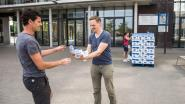 Directie HoGent deelt water uit aan studenten