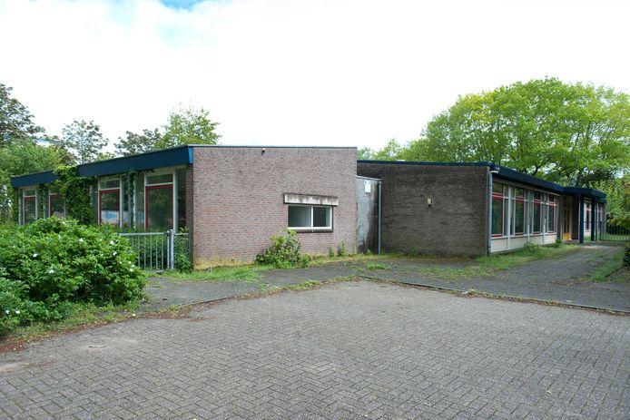 Het voormalige schoolgebouw aan de Brink in Raalte.