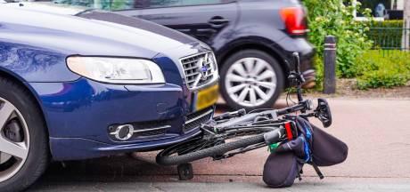 Zwaargewonde fietser door aanrijding met auto in Geldrop
