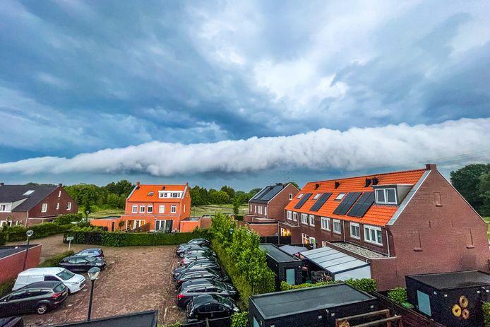 Een zogenaamde shelf cloud: prachtig.