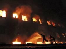 Meer dan 100 doden bij brand kledingfabriek Bangladesh