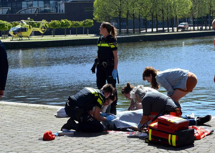 Hulpverlening na steekpartij in Den Haag.