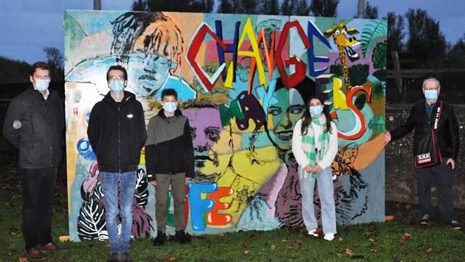 Leden van academie en jeugdhuis maken street art-panelen als actie voor 11.11.11