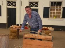 Leren hoe je met de hand klompen maakt bij Carel Jeuken