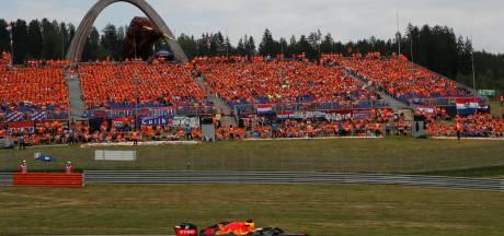 Verstappen bedankt publiek na overtuigende zege: 'Al dat oranje motiveert enorm'