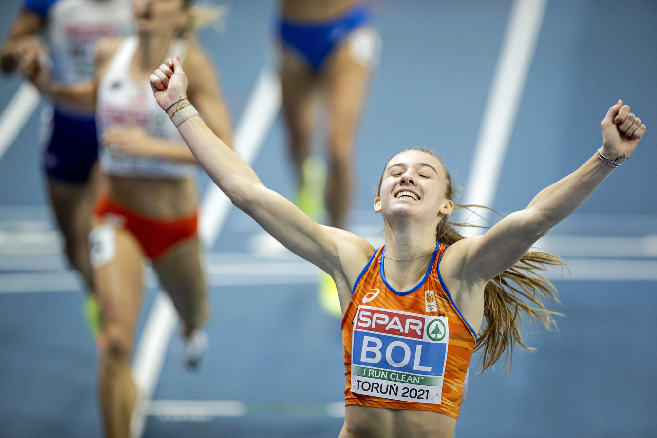 Femke Bol wint EK-goud op de 400 meter in de Poolse stad Torun.