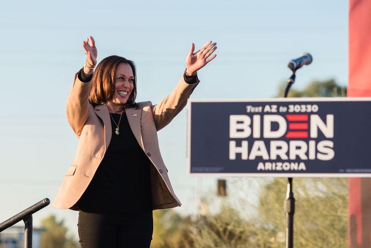 Kamala Harris tijdens een campagnebijeenkomst in Phoenix, Arizona Beeld AFP
