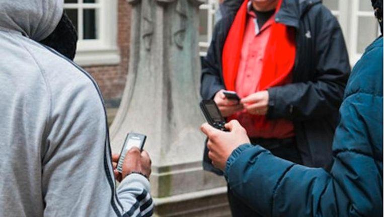Via de berichten vergaren de daklozen informatie en kracht om hun leven weer op de rit te krijgen Beeld Roï Shiratski