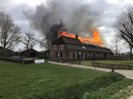 Vuur verwoest woonboerderij met museum Grutje in Hilvarenbeek: buren alarmeerden echtpaar