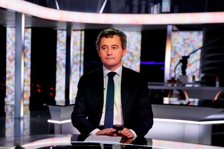 De Franse minister van binnenlandse zaken Gerald Darmanin vlak voor een tv-interview met France 2 in Paris.  Beeld AFP