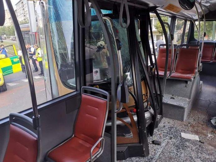 Tien personen, onder wie de bus- en de tramchauffeur, liepen lichte verwondingen op en werden overgebracht naar het ziekenhuis na het ongeval in Jette.