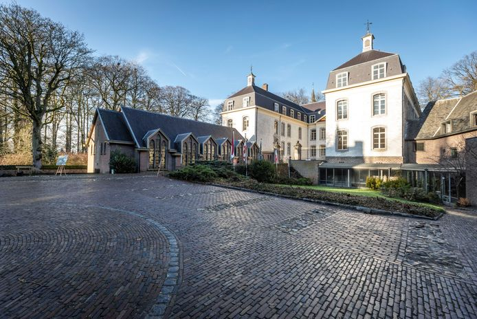 De binnenplaats van het kasteel in Gemert.