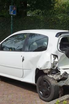 Twee auto's total loss verklaard na botsing in Kaatsheuvel