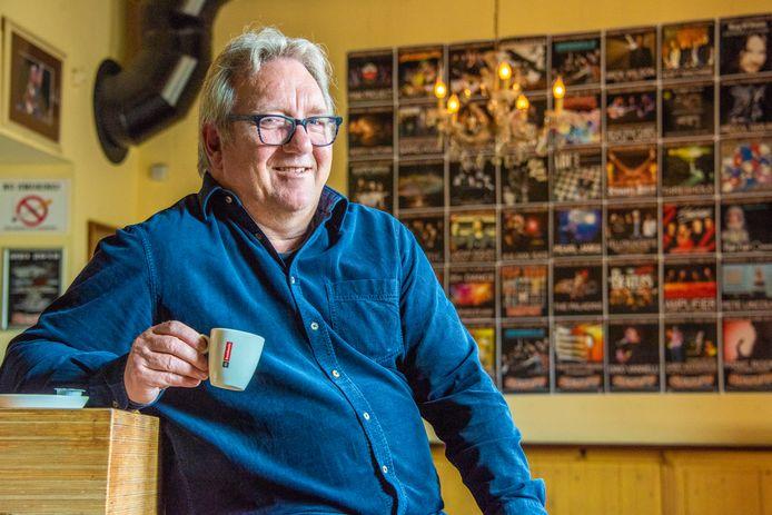 Arie Verstegen,  directeur van poppodium De Boerderij in Zoetermeer, schuift geplande concerten maar weer door.
