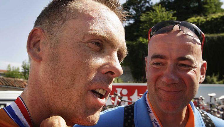 Harold Knebel (links) tijdens de Tour de France in 2008. De wielrenner is dit jaar afgevallen bij de definitieve selectie. Foto ANP/Valerie Kuypers Beeld