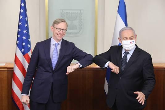 Donald Trumps speciale gezant voor Iran Brian Hook, op 30 juni, op een persconferentie na een ontmoeting met de Israëlische premier Benjamin Netanyahu (rechts).
