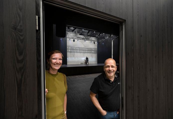 Bijna twee jaar na de opening van de nieuwe cultuurzaal van De Borgh kan er werk worden gemaakt van het culturele programma door manager Els Aerts en voorzitter Addie Compen.