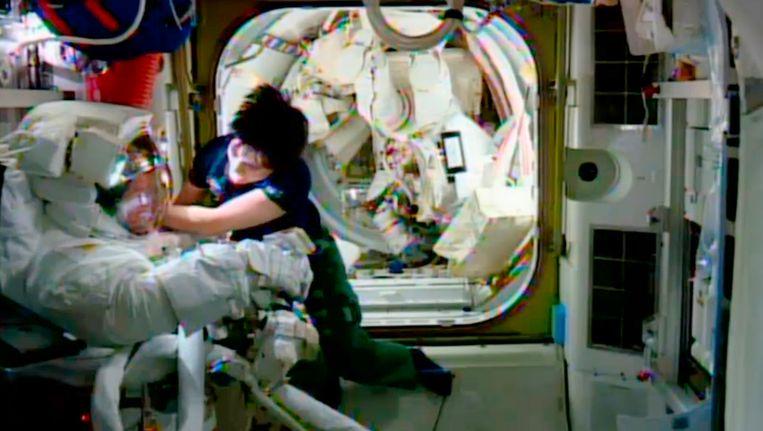 Samantha Cristoforetti in actie op het ISS. Beeld AP