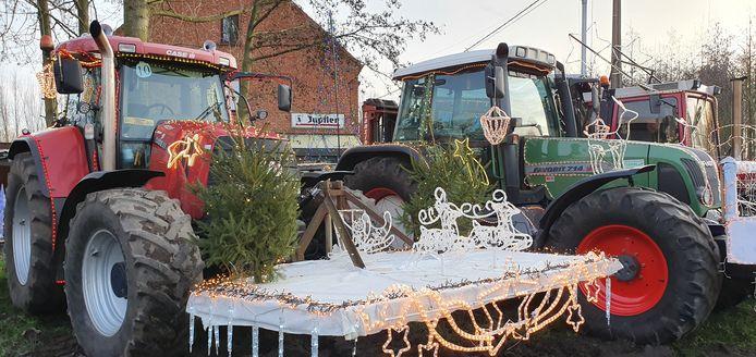 De versierde tractors zorgden voor een heus kerstspektakel in Mol.