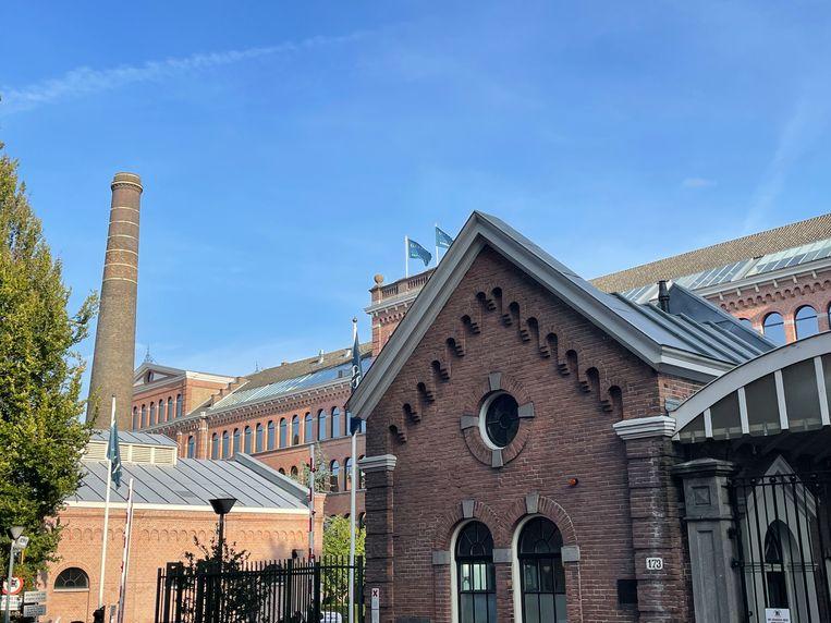 In de Nieuwe Uilenburgerstraat hebben de poorthuisjes bij Gassan Diamonds een zinken dak Beeld Floor van Spaendonck en Gijs Stork