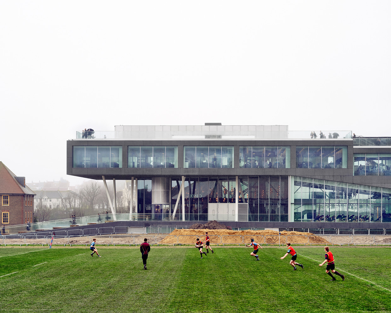 Het gebouw dat Ellen van Loon ontwierp voor Brighton College. Beeld Kilian O'Sullivan