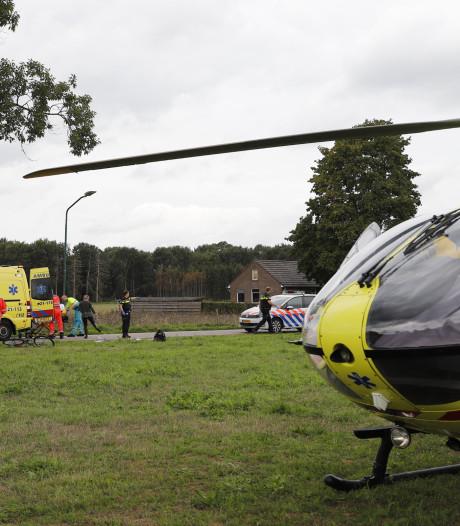 Jongen op fiets zwaargewond bij botsing met auto in Velp