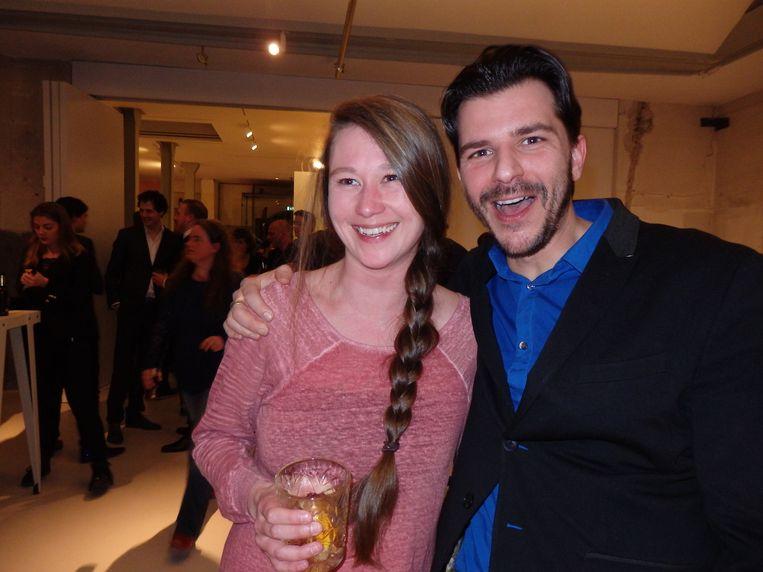 Correspondentgoeroe Rob Wijnberg met redactieassistent Gwen Martèl. Beeld Schuim