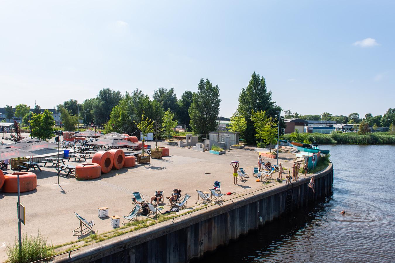 Breda - Pix4Profs/René Schotanus. Het Haveneiland aan de Veilinkade is de horeca hotspot van Breda.