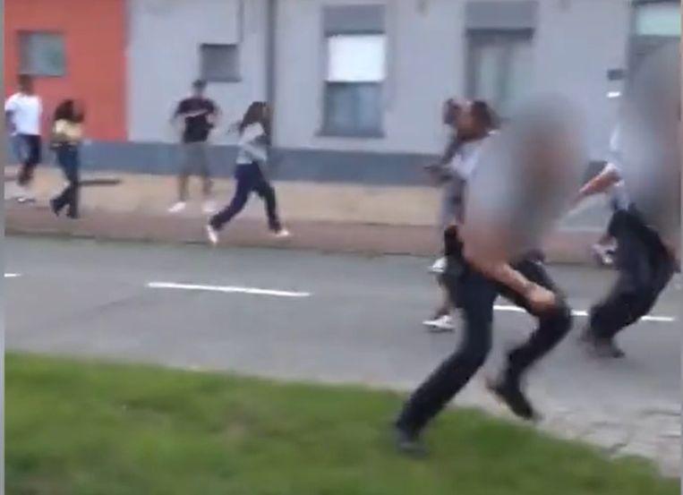 De politie moet ingrijpen wanneer de situatie op straat uit de hand loopt.
