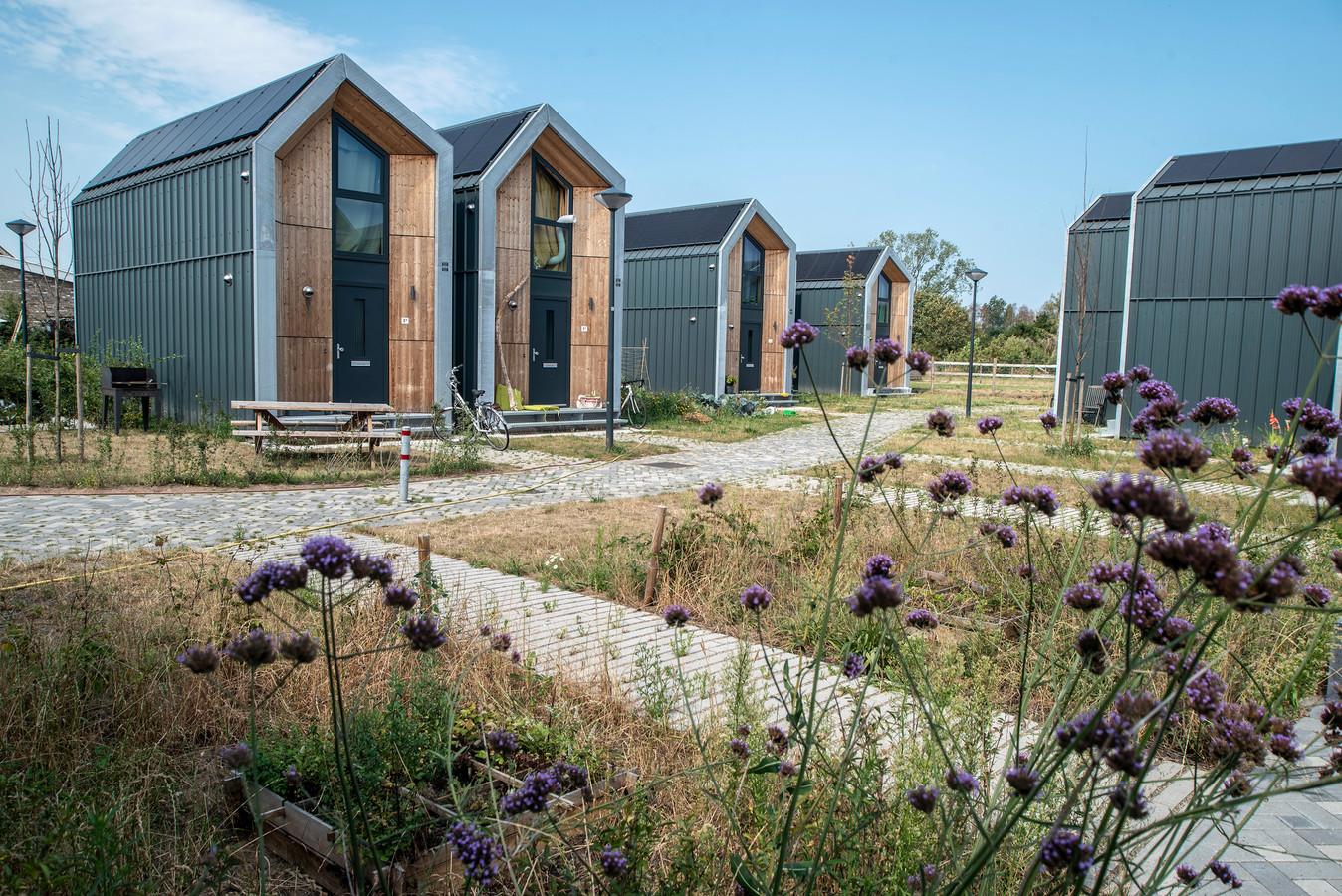 Tiny houses winnen de laatste jaren snel aan populariteit. De compacte woningen zijn er in veel soorten en maten. Deze staan in  Malden.