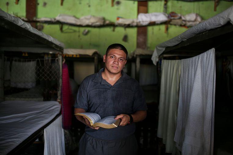 """Dominee Mauricio Márquez, veroordeeld voor doodslag: """"God heeft licht van ons gemaakt."""" Beeld JOSE CABEZAS"""