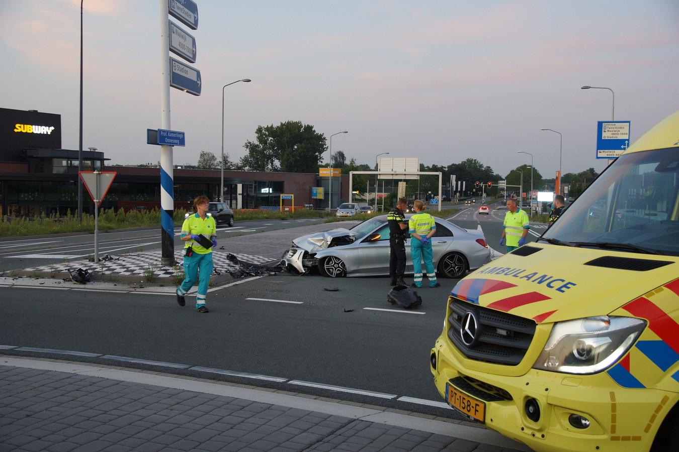 Ongeval met auto op Professor Kamerlingh Onnesweg in Waalwijk