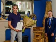 Werner beloond voor zijn werk rond AED's in Duiven: 'Er kan in levensbedreigende situaties eerste hulp worden verleend'