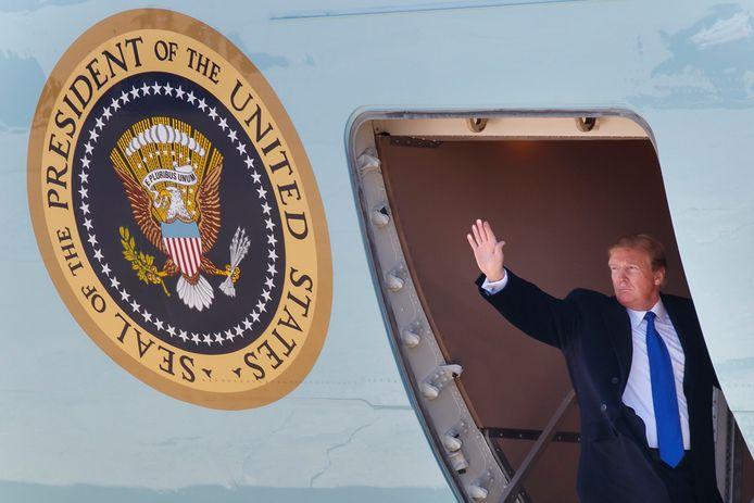 De Amerikaanse president Donald Trump vertrok maandag richting Hanoi voor de top met Kim Jong-un.