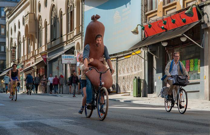 Still uit 'Mijn vader is een saucisse', gefilmd in de Lammerstraat.