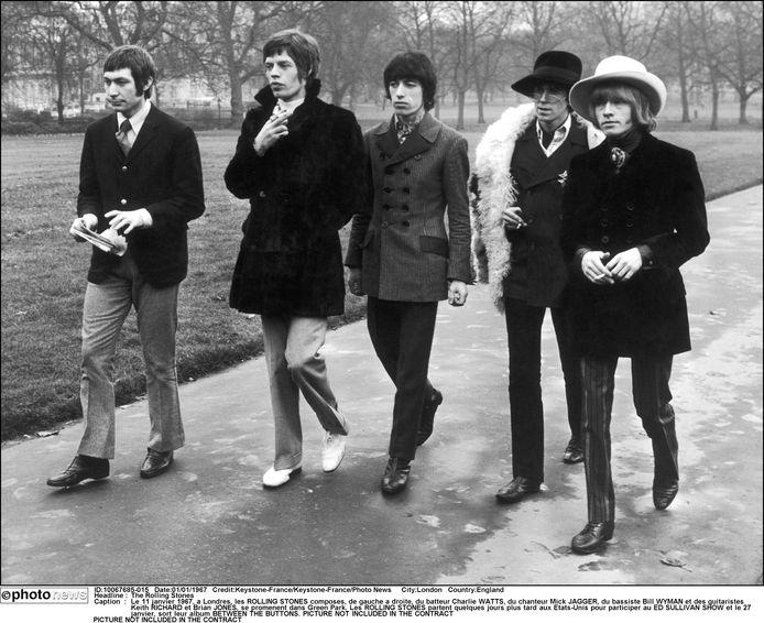 The Rolling Stones in Londen in 1967. Van links naar rechts: Charlie Watts, Mick Jagger, Bill Wyman, Keith Richards en Brian Jones.