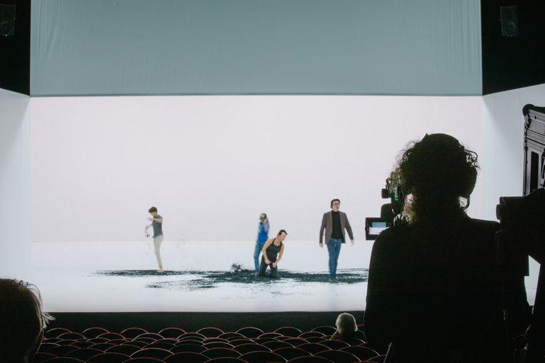 Repetities van de livestream van Medea door Ita in Stadsschouwburg Amsterdam.  Beeld Tom van Huisstede