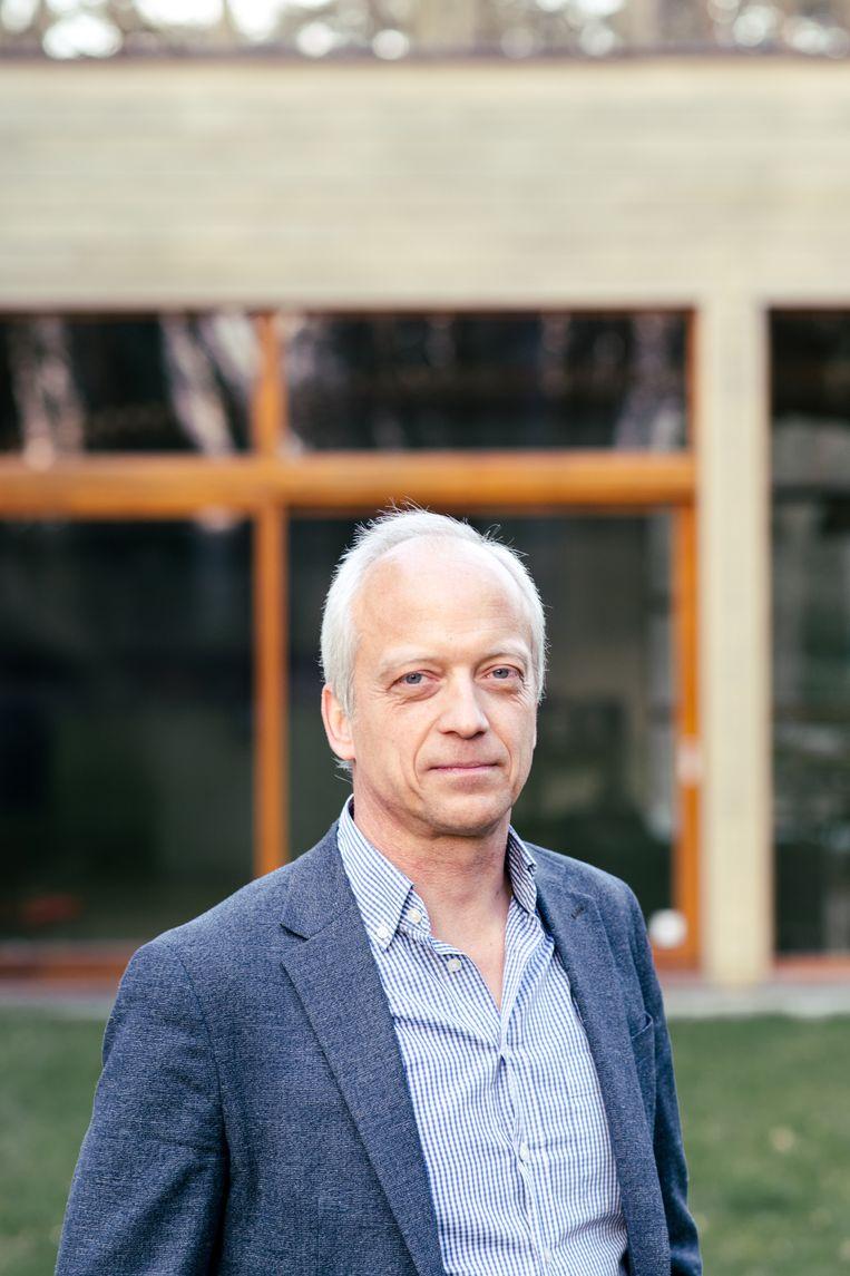 Epidemioloog Yves Coppieters: 'We mogen ons niet laten opjagen door de stijgende besmettingscijfers.' Beeld Tine Schoemaker