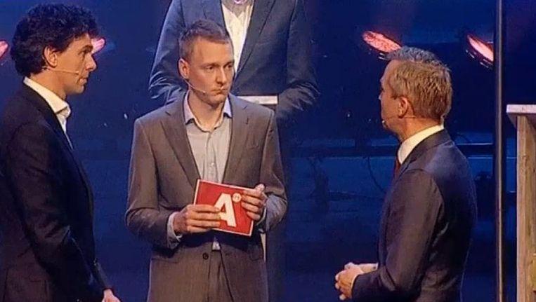 Eric van der Burg (rechts, VVD) opende de aanval op Pieter Hilhorst (links, PvdA) Beeld Screenshot/AT5
